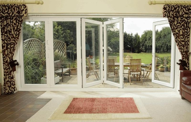 cửa gấp xếp bằng nhôm kính Xingfa