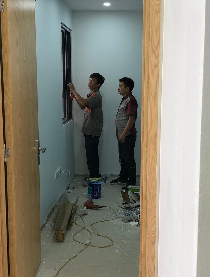 lắp đặt cửa gỗ huge thông phòng phòng ngủ
