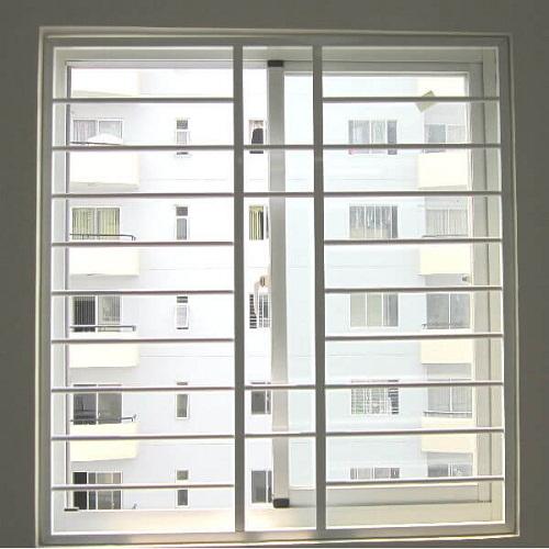 cửa nhôm có khung bảo vệ 4