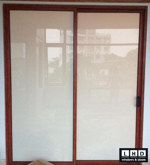 cửa nhôm giả gỗ công trình phố nối hưng yên