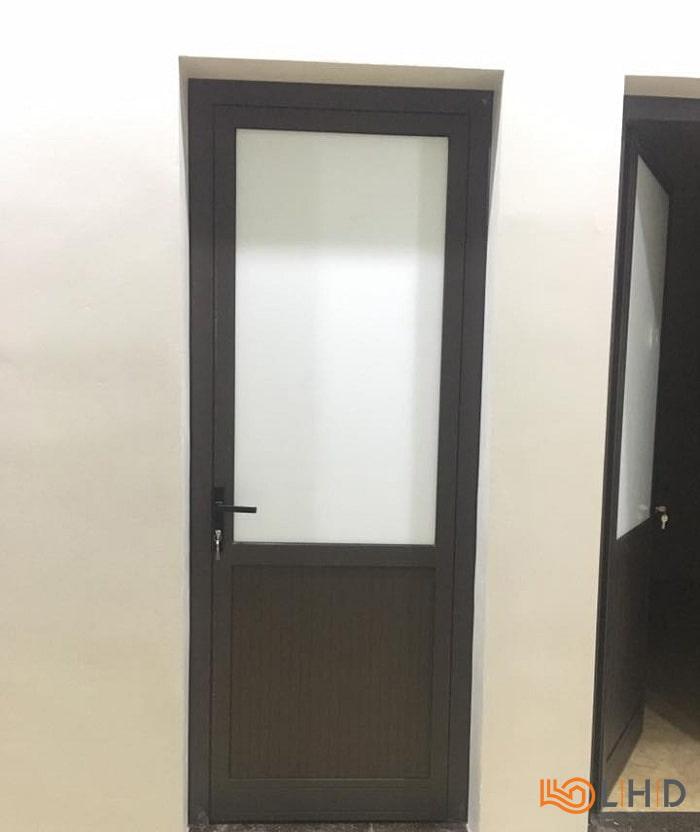 lắp đặt cửa nhôm xingfa màu nâu tại tuyên quang việt nam