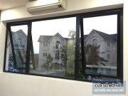 cửa sổ mở hất nhôm xingfa 2 cánh kết hợp fix