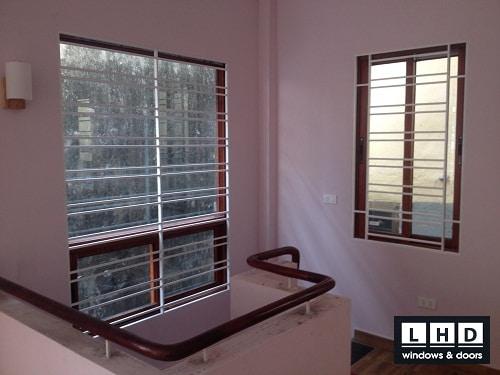 cửa sổ mở trượt 2 cánh vân gỗ hoàng mai