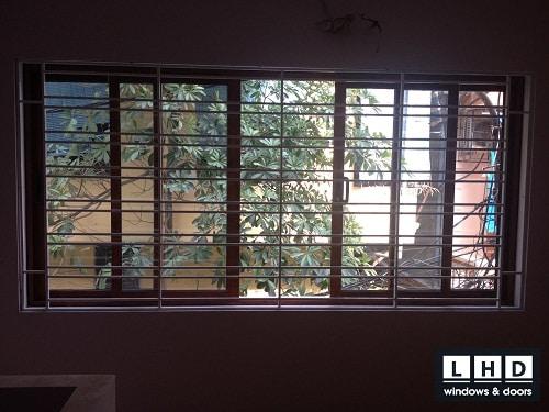 cửa sổ mở trượt 4 cánh vân gỗ hoàng mai