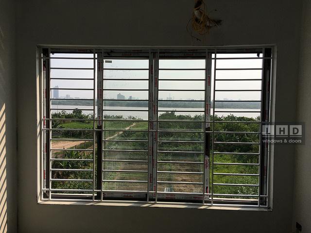 cửa sổ nhôm Xingfa kính Hải Long nhìn ra thế giới