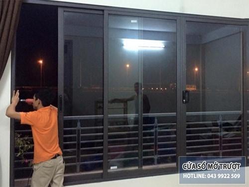 cửa sổ mở trượt nhôm xingfa nâu cafe