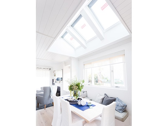 cửa sổ trần nhà bằng nhôm Xingfa