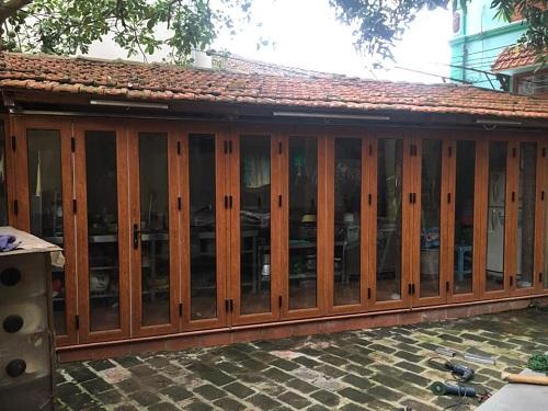 mẫu cửa nhôm kenwin vân gỗ sần