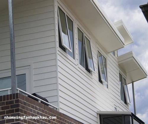 nhà cao tầng nên sử dụng cửa sổ mở hất không
