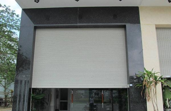 so sánh cửa nhôm xingfa với cửa nhựa, cửa cuốn, cửa kính, cửa sắt, cửa gỗ